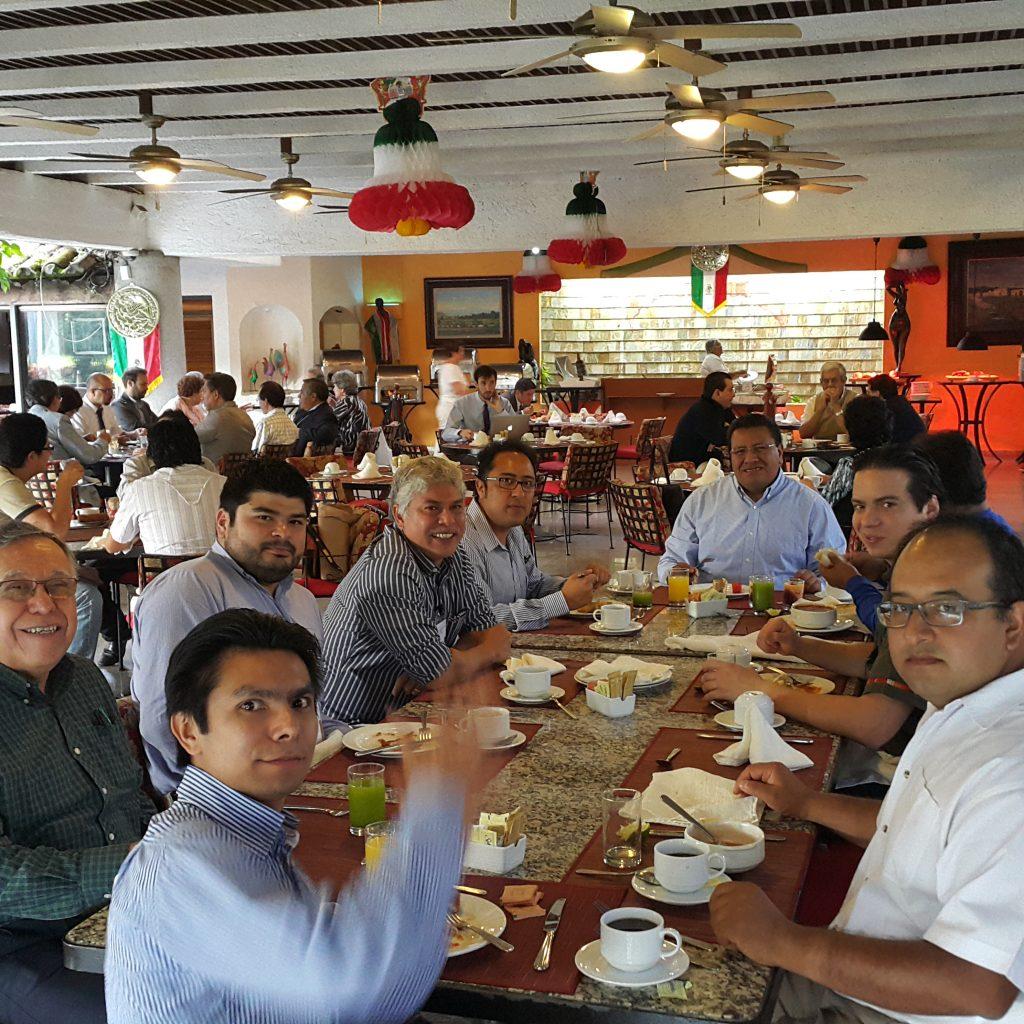 Algunos participantes de la reunión.